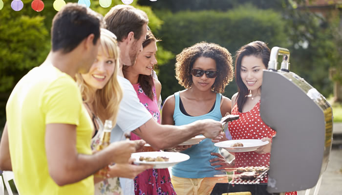 """How to Have an Effort""""less"""" Outdoor Party"""